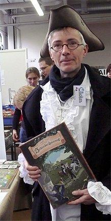 Der Spielautor Stephan Riedel mit seinem Spiel Schinderhannes