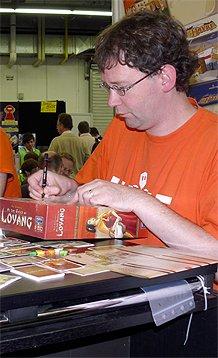 Der Spielautor Uwe Rosenberg mit seinem Spiel 'Vor den Toren von Loyang'